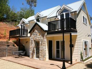 Beyond Bliss Guesthouse One - Bright vacation rentals