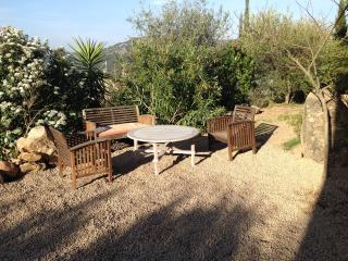 Ambru : APPARTEMENT INDEPENDANT AVEC JARDIN - Corse-du-Sud vacation rentals