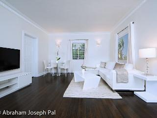 Enjoy Beverly Hills in this well appointed 2 bedroom apartment! - Beverly Hills vacation rentals