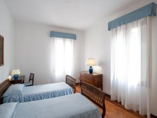 Classy w/terrace and garden at Accademia, sleep 11 - Venice vacation rentals