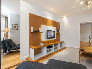 2BR GALATA 70M2 RECEPTION ELEVATOR METRO CLEANING! - Istanbul vacation rentals