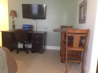 Luxury Economy Studio in Waikiki - Honolulu vacation rentals