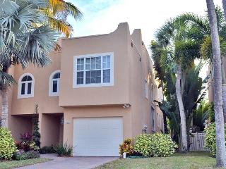 Siesta Key Village Town Home with Heated Pool - Siesta Key vacation rentals