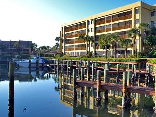 Spacious vacation rental condo with lagoon views, beach access, and pool - Siesta Key vacation rentals