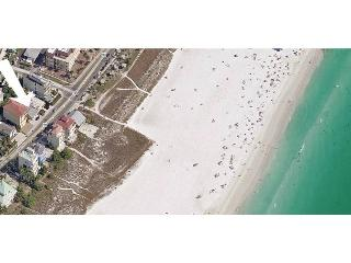 Siesta Key beach getaway cottage - walk to beach and village - Siesta Key vacation rentals