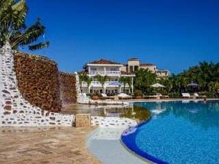Spacious private suite w/ pool, beach, resort access - Placencia vacation rentals