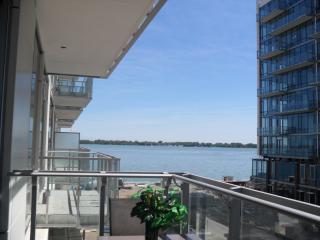 PIER 27 BREATHTAKING LAKE FRONT FURN.CONDO/TORONTO - Toronto vacation rentals