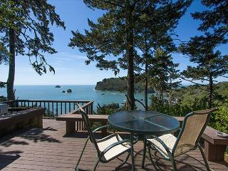 Sea Cliff~ Romantic, Private Retreat Perched Above the Sea w/ Sunroom & Deck - North Coast vacation rentals