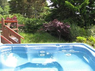 J & R Hideaway Chalet~Hot Tub, Ocean View, Walk to Town, Park Boat or Trailer - Trinidad vacation rentals