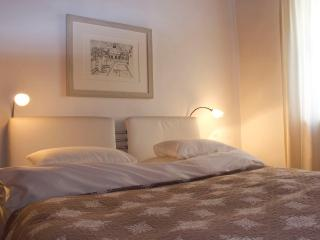 (2) Spacious Studio Apartment in the very centre of Salzburg - Salzburg Land vacation rentals