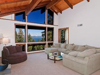 KingsWay - 3200 sq ft Pet Friendly Lake View Home w/ Hot Tub and Pool Table! - Tahoe Vista vacation rentals