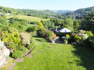 Hillcrest Cottage +++VIEWS - Minchinhampton vacation rentals