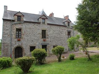 Manoir du Mur one bedroom storytellers apt - Morbihan vacation rentals