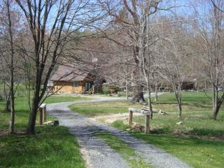 The Robin at Pipestem Place - Union vacation rentals