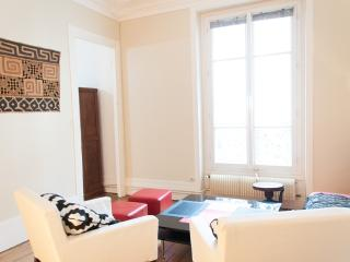 Renovated 2BR for 4 guests near Montmartre P18 - Paris vacation rentals