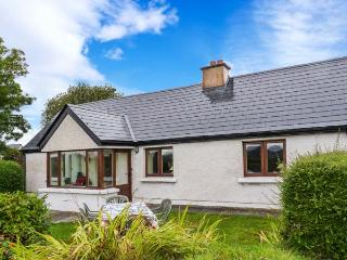 MONTBRETIA COTTAGE, open fires, beautiful location, all ground floor cottage near Grange, Ref. 30439 - Ballymote vacation rentals