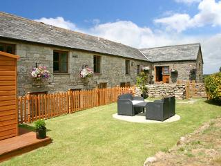 HONEYSUCKLE, semi-detached barn conversion, WiFi, parking, garden, in Saint Columb Major, Ref. 30938 - Fraddon vacation rentals