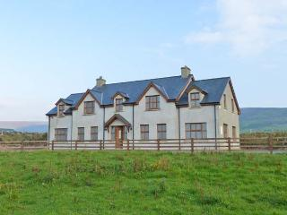 BAY VIEW, detached cottage with sea views, woodburners, pet-friendly, near Allihies, Ref 903631 - Allihies vacation rentals