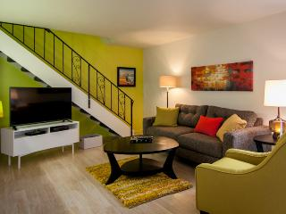 Groovy Pad. Totally remodeled townhome 2BR, 1BA - Tucson vacation rentals