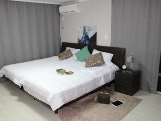 #Hongdae@2queen beds+2single beds - Seoul vacation rentals