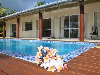 POUARA OCEAN VIEW right on beach & swimming pool - Rarotonga vacation rentals