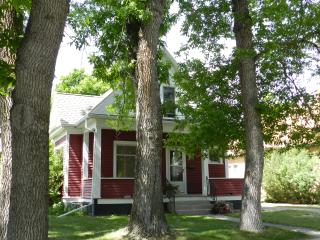 Livingston Red House - Charming, Cozy 3BR 2.5BA - Livingston vacation rentals