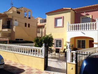Apartment in Torrevieja with lovely terrace - Alicante vacation rentals