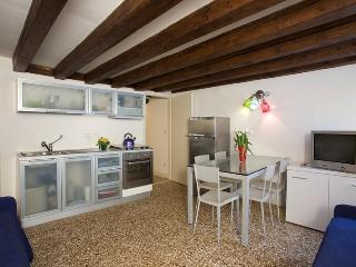 Steps from Rialto A2 - 10m S.Marco! - Veneto - Venice vacation rentals