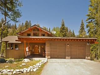 ****Creekside in Alpine w/ 5 Master BRs & Hot Tub - NOW only $500/night **** - Truckee vacation rentals