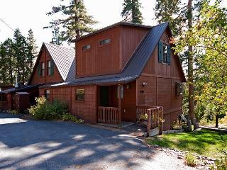 4 BR Lake View, Easy Walk to Lake w/ a Hot Tub - Sleeps 12 - Only $350/nt*** - Tahoma vacation rentals