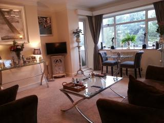Sea Front/Marine Gardens Luxury Art Deco Apartment - Worthing vacation rentals