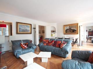 Marais District - Spacious 1200 sq ft Apartment - Paris vacation rentals