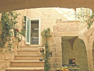 House of Character next to the Mdina Gate - Pembroke vacation rentals