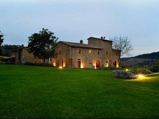 VILLA SEMIFONTE + Annex - Piazza al Serchio vacation rentals