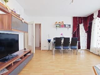 ID 4578 | 3 room apartment | WiFi | Laatzen - Laatzen vacation rentals