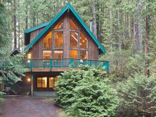 Snowline Grand Lodge, Gated Community, WIFI, Large Deck with Hot tub and Views, Pool Table - Glacier vacation rentals