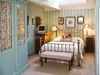 Beautifully decorated mews house, very exclusive area, 5 min walk to Buckingham Palace - Windsor vacation rentals