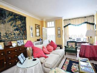 Gorgeous country-style two-storey mews house- Holland Park - Croydon vacation rentals