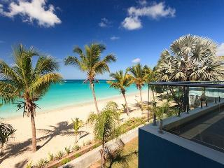 Beachfront 1 bedroom apartment Le Papillon - Simpson Bay vacation rentals