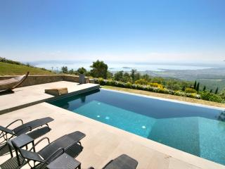 Casa Padrone: Luxury with full lake views - Tuoro sul Trasimeno vacation rentals