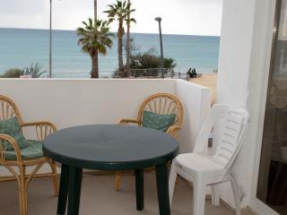 FRONT LINE BEACH APARTMENT -SEA VIEWS-SLEEPS 7 - Armação de Pêra vacation rentals