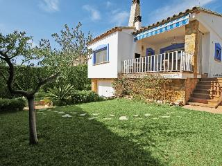 Villa with private garden 250 meters from the beac - L'Escala vacation rentals