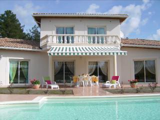 Villa Luxueuse avec Piscine - Lugos vacation rentals
