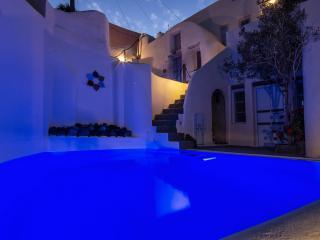 Timedrops Santorini Venetian Luxury Villa - Emporio vacation rentals