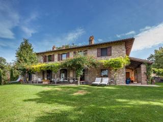 LUXURY COUNTRY HOUSE NEAR TODI. POOL, JACUZZI - Todi vacation rentals