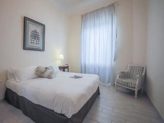 Beautiful 2 Bedroom for 6 at Ghibellina in Florence - Tuscany vacation rentals