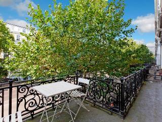 HYDE PARK HARRODS BALCONY FLAT1 plasma 3bed2bath in Kensington - London vacation rentals