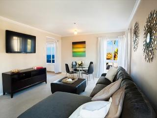 Ideally located steps to the beach and short walk to the Village - La Jolla vacation rentals