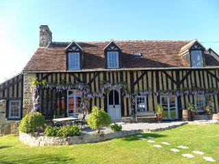 Normandy Traditional Timber-Framed Farmhouse - Fercé-sur-Sarthe vacation rentals