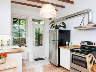 4BR Garden sunny Plateau home - Montreal vacation rentals